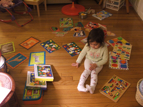 Amie with finished puzzles, December 2007 (c) Katrien Vander Straeten