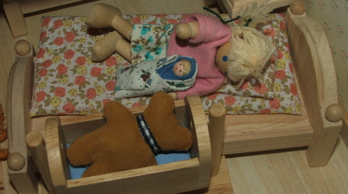 Cosleeping dolls, January 2008 (c) Katrien Vander Straeten