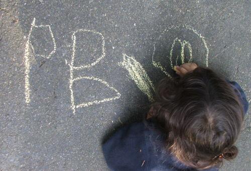 """Amie writes """"B"""", August 2008 (c) Katrien Vander Straeten"""