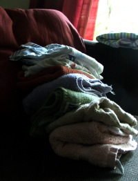Amie's pile of folded laundry (c) Katrien Vander Straeten
