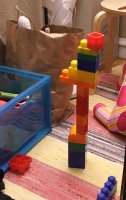 Amie's first tower of blocks (c) Katrien Vander Straeten