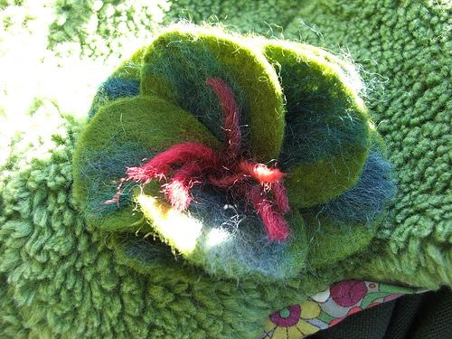 Felt flower on Amie's hat (c) Katrien Vander Straeten