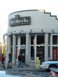 Peets coffeeshop at Coolidge Corner, Brookline (c) Katrien Vander Straeten