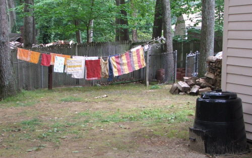 Laundry on the line, wood and compost, September 2008 (c) Katrien Vander Straeten
