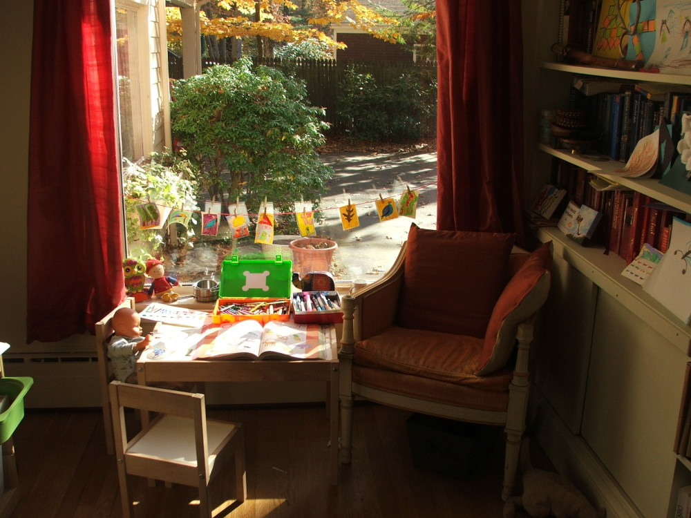 Sit a Spell: Amie and mama's corner, November 2008 (c) Katrien Vander Straeten